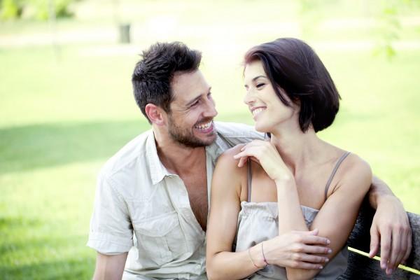 結婚するカップルのイメージ