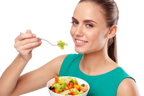 サラダと女性