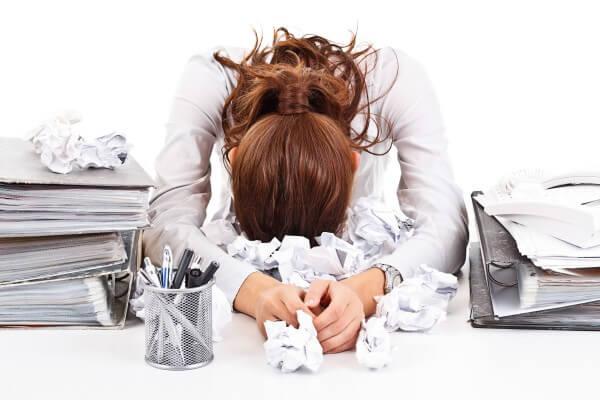 仕事が忙しい女性イメージ