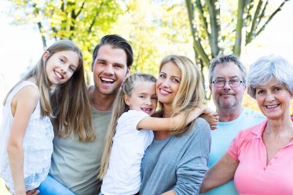 子供と幸せな家族イメージ