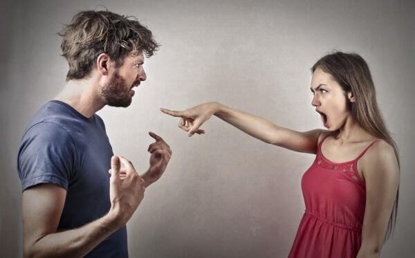 喧嘩をするイメージ