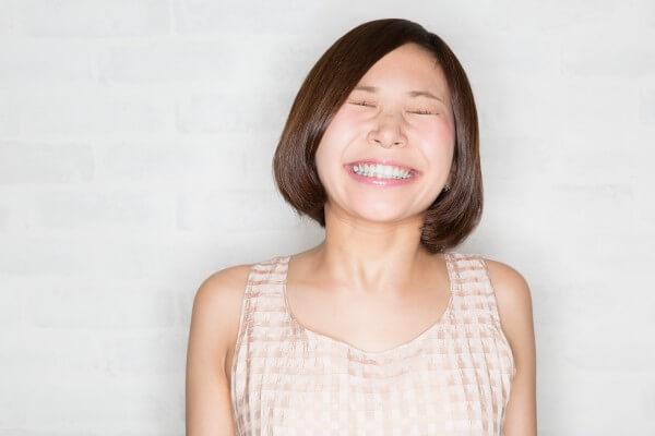 自信あるふり笑顔イメージ